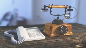 telephone-1324357_1920